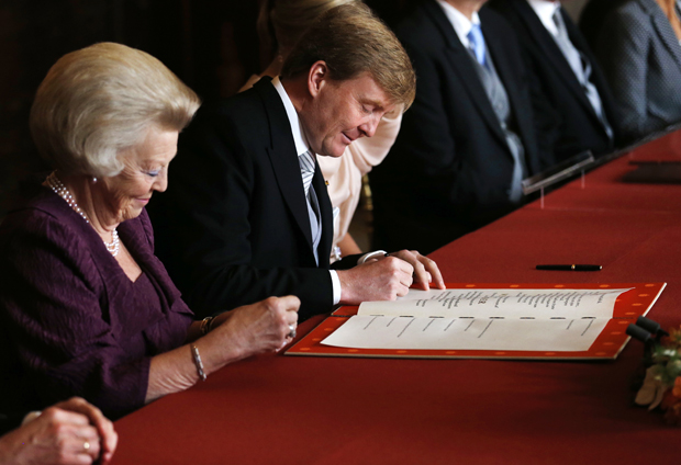 King Willem-Alexander signing the Instrument of Abdication